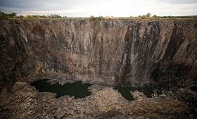 氣候變遷是假新聞?...全球最大瀑布乾成細流