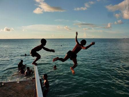 【鮮活閱讀】我在吐瓦魯,等待飛魚