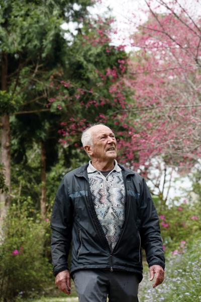 漫步在初鹿後山祕密花園,白冷會修士歐思定來台五十多年,最愛台灣的一草一木。