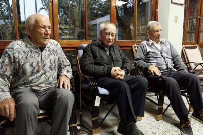 白冷會神父吳若石(右)、魏主安(中)、修士歐思定(左),年少時遠渡重洋抵赴台灣,如今已悠悠度過五十餘年。 (林格立攝)