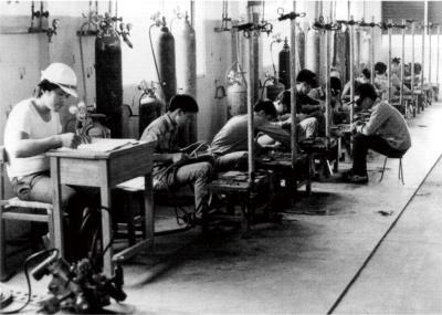 白冷會在台東偏鄉興學、救人,創辦學校、醫院。 圖為1965年成立的台東職訓中心。(白冷會提供)
