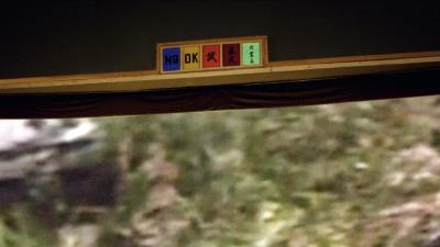 錄音室牆上「NG」、「OK」、「試」、「正式」、「對畫面」是做foley時錄音師跟擬音師溝通的訊號。