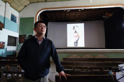 陳威僑希望重拾瑞舞丹戲院之風華,傳承阿公的心願。 (林格立攝)