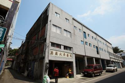 「瑞舞丹大戲院」藏身在花蓮縣富里鄉永安街上,簡樸的外觀,不加留意根本難以察覺。