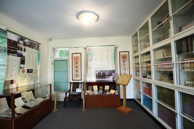 二樓書房是素書樓的格局重心,空間寬敞,面積等於樓下客廳和餐廳加起來的大小總合。