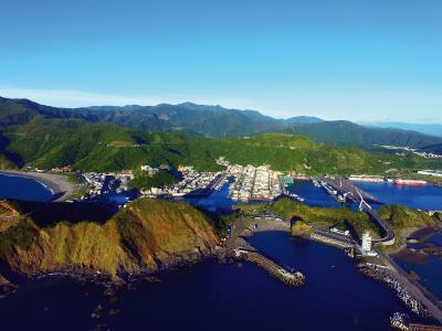 矗立在台灣東北角的南方澳,像一顆躺臥在太平洋臂彎的珍珠,是台灣第一座開發啟用的現代漁港。(林格立攝)