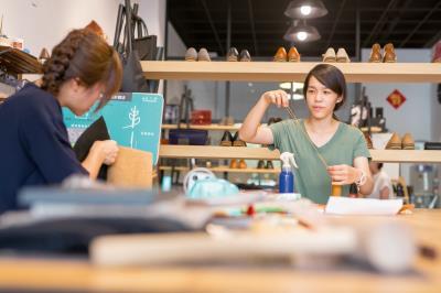 店面主空間留給皮革教學使用,呼應工藝的「手作」精神。
