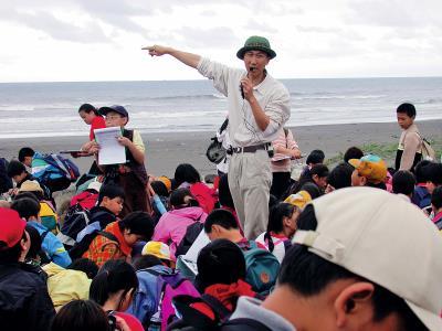 馬賽國小的課程結合校外活動,每一站教學都有學習的主題跟內容。