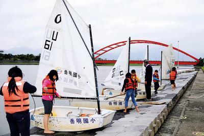帆船課程是結合社會、自然、藝文、語文等領域之綜合學習課程。(林格立攝)