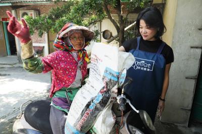 熊亞萍將契作的農民當成公司的員工,讓農民願意供應質量穩定的玉米。