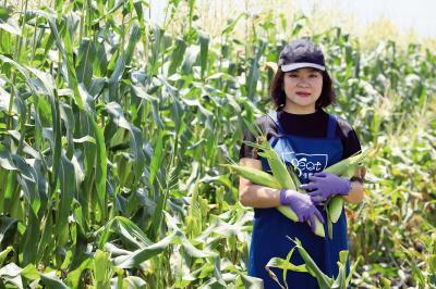 熊亞萍運用科技創新農業生產與管理。(林格立攝)