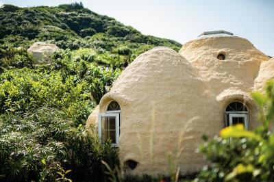 度咕屋一共有兩間,相互對望,洋人稱這是「哈比人的村落」。