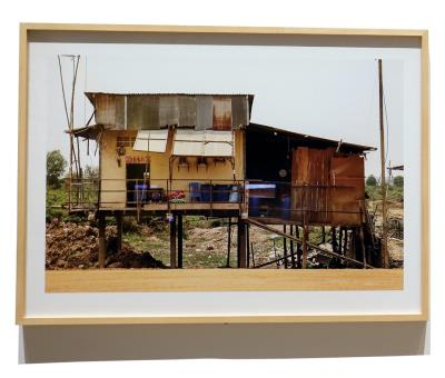 〈國道五號〉記錄了柬埔寨高速公路開發對周邊住宅的影響,但在阮青河的眼中有了不一樣的發現。