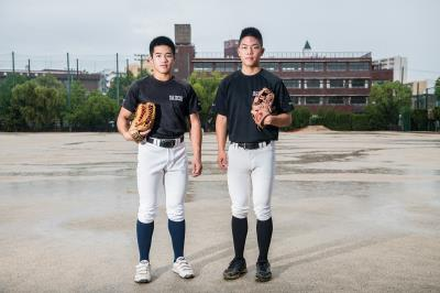 藍懷謙(左)和陳昶亨(右)年紀輕輕就把未來押注在棒球上,並篤實的踏出步伐。