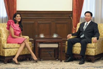 印度籍主持人Shamoly Khera專訪外交部長吳釗燮。