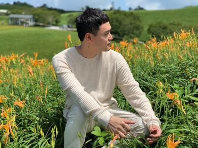 越南拍攝團隊至花蓮六十石山的金針花海取景,呈現台灣唯美夢幻的景致。(Creation公司提供)