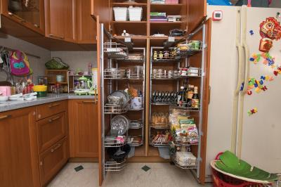 整理後,同類物品放在同一區,拿取方便,當物品數量一目了然,就能避免過度購買。