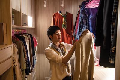 賴庭荷將衣服當作老師,悉心讀取每個人與衣物的關係,為人們找到最合適、美麗的穿著。