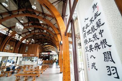 池上書法文化深厚,居民的作品可見於池上火車站及街上路牌。