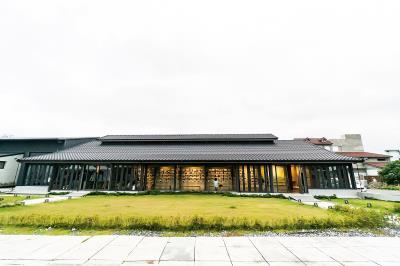 池上穀倉藝術館由梁正賢自家的老穀倉改建而成,不僅保存居民過去的記憶,也成為居民與駐村藝術家交流的空間。