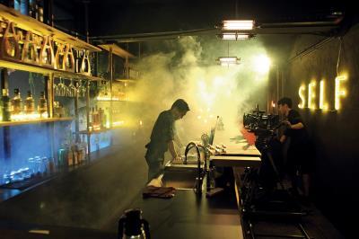曾經是片場,如今化作商業空間的SELF Bar(私室),氛圍別具一格。