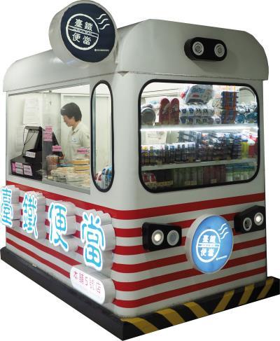 台北車站B1層機場捷運連通口的便當本舖,設計成列車造型,相當吸睛。