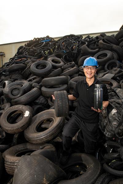 環拓科技是全世界唯一成功商業營運處理廢輪胎的 化學裂解廠。 (莊坤儒攝)