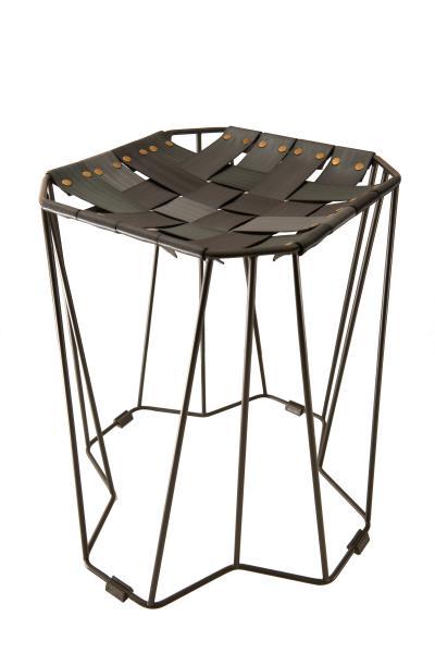 REnato lab產品「一把膠椅」的椅面是由車用安全帶編織而成。