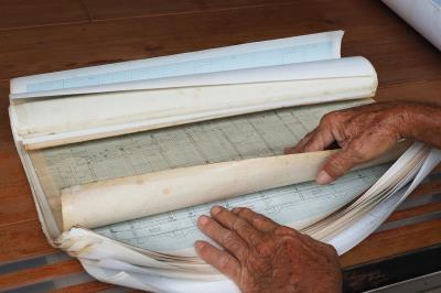 一冊大木家屋的藍圖,就像楊三二寫給家人的情書。(林格立攝)