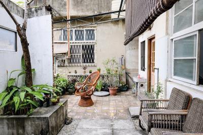 老屋的氛圍、日常,是小五口中所說如「家」的感覺。