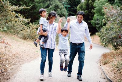 楊安澤與華裔妻子呂艾玲育有兩子。(楊安澤競選總部提供)