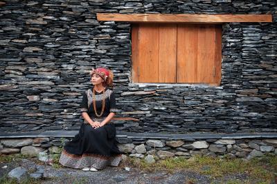 遊走在都會與部落之間,阿爆跨足流行與傳統,唱出屬於 自己的風格。