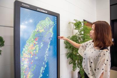 訊舟科技的應用程式Edigreen呈現全台空氣盒子的數據,綠色表示在安全值內。