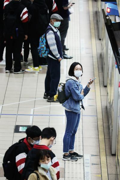 台灣防疫洞燭機先,迅速應變,讓民眾在小心警覺中仍可以正常生活。