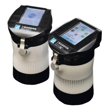 工研院研發的「核酸分子檢測系統」,以全球最迷你的600公克「疫」開罐設計,讓醫護人員可以隨時帶著走。 (工研院提供)