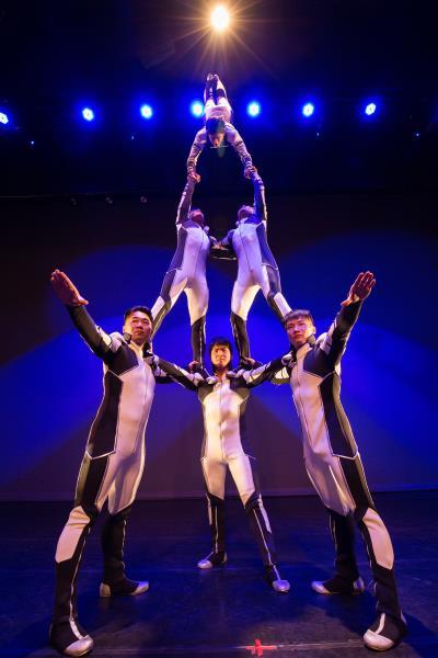 「金字塔」也是疊羅漢的一種,講求團隊完美的默契與 平衡能力。