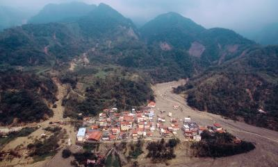 八八風災時,經緯航太協助那瑪夏鄉民族村進行空拍, 了解受災情況。