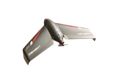 經緯航太研發的翼龍輕便型手拋 無人機,可依據地形、環境以手拋或 彈射架起飛,輕便機動性高。