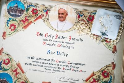 魏瑞廷二度送米給教宗,教宗回贈降福狀與十字架,肯定他的心意。