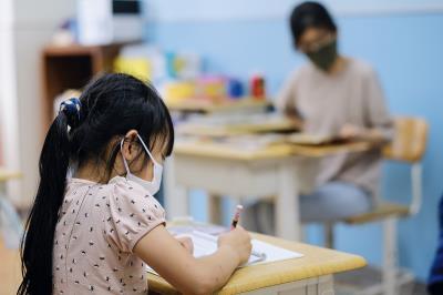 博幼的教學方式因材施教,老師會透過測驗,確認學生釐清觀念後,再教新的知識。