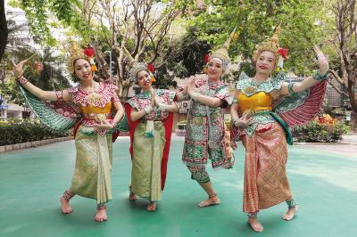 四面泰傳舞團的成員全是泰國人,且都有深厚的舞蹈底子。(林格立攝)