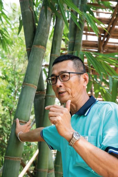 竹藝師張永旺將自家土地規劃成「百竹園」,在此種植、研究,實踐自己的竹子夢。