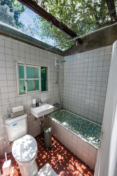 保留自然光影的古早味澡缸,是把新、舊與創意結合,讓原本的東西「亮出來」,這才是設計的重點。