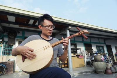 手製台灣琴,傳唱牽亡歌