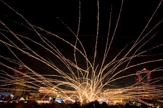 鹽水蜂炮 ── 越炸越旺、好運一直來 Yanshui Fengpao Fireworks Festival